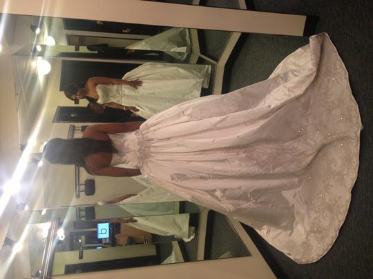 KENNETH POOL Ivory Ball Gown Traditional Wedding Dress Size 4 (S) Image 2