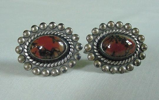 Other Lovely Vintage Pair of STERLING SILVER Screw back Agate Earrings Image 3