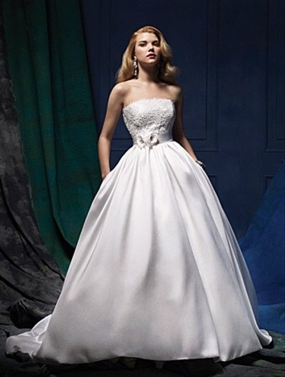 Preload https://item5.tradesy.com/images/alfred-angelo-style-877-wedding-dress-3303439-0-0.jpg?width=440&height=440