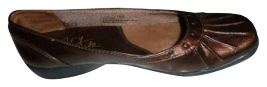 Preload https://item5.tradesy.com/images/lifestride-studded-pleated-slip-on-patent-leather-bronze-flats-33039-0-1.jpg?width=440&height=440