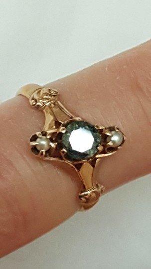vintage Antique 10k gold genuine Green Solitaire .40ct diamond & pearl ring