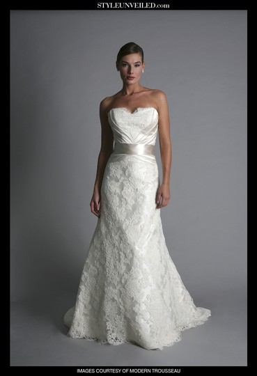 Modern Trousseau Ivory Lace with Satin Carson Vintage Wedding Dress Size 4 (S)