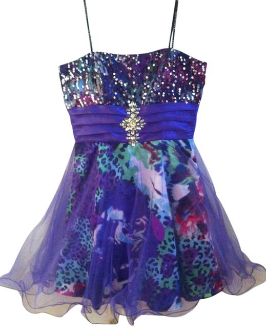 Item - Purple Homecoming Above Knee Formal Dress Size 6 (S)