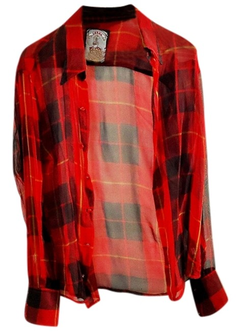 Preload https://item5.tradesy.com/images/plaid-button-down-top-size-12-l-3326389-0-0.jpg?width=400&height=650