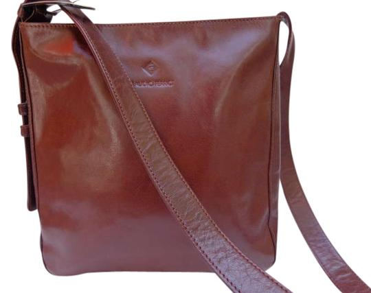Preload https://item5.tradesy.com/images/brown-leather-shoulder-bag-333124-0-0.jpg?width=440&height=440