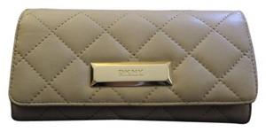 DKNY DKNY quilted leather wallet tan