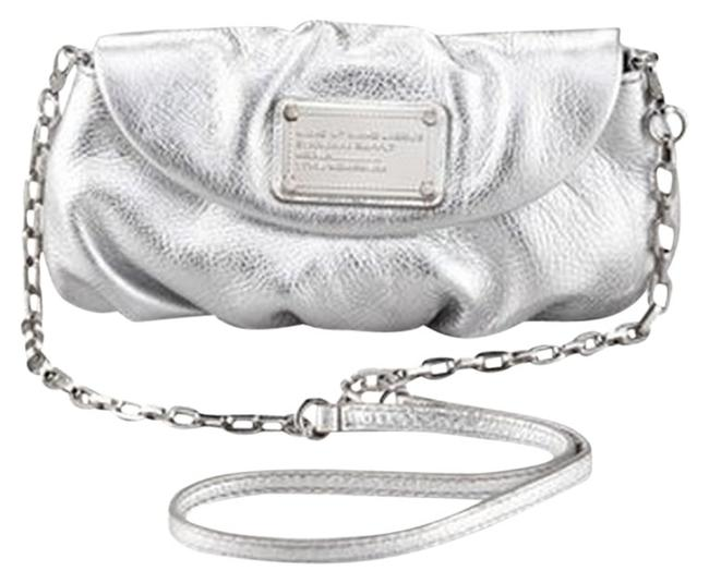 Item - Classic Hardware Silver Leather Cross Body Bag