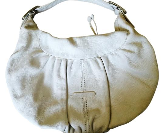 Preload https://item3.tradesy.com/images/cole-haan-hand-white-leather-hobo-bag-3339787-0-0.jpg?width=440&height=440