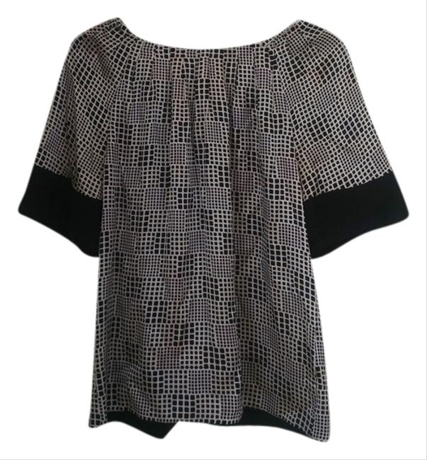 Preload https://item3.tradesy.com/images/banana-republic-top-black-and-white-3342397-0-0.jpg?width=400&height=650