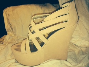 Qupid Size 10 Sandal Strappy Light taupe with a pinkish hue Wedges