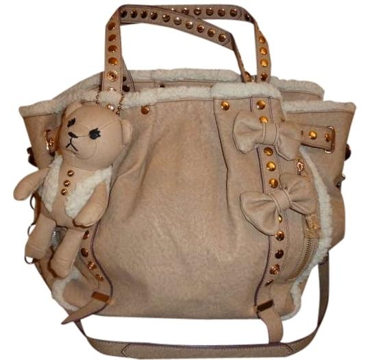 Preload https://img-static.tradesy.com/item/334436/samantha-thavasa-new-aimee-light-brown-faux-leather-shoulder-bag-0-0-540-540.jpg
