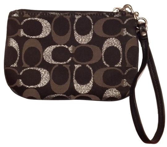 Preload https://item3.tradesy.com/images/coach-coach-wristlet-3344617-0-0.jpg?width=440&height=440