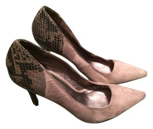 New York & Company Taupe Pumps