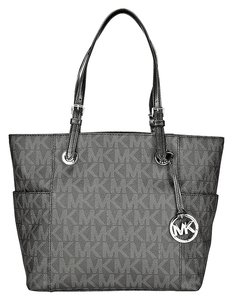 Michael Kors Jet Set Signature Logo Tote. Shoulder Bag