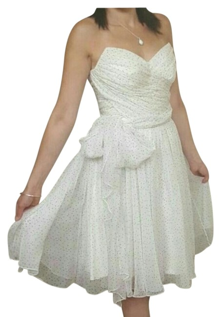 Preload https://img-static.tradesy.com/item/3351871/dolce-and-gabbana-white-with-star-print-mid-length-cocktail-dress-size-6-s-0-2-650-650.jpg
