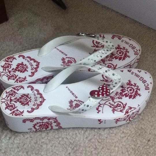BCBGeneration White And Dark Red Sandals