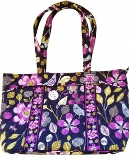 Preload https://item3.tradesy.com/images/vera-bradley-mandy-floral-nightingale-quilted-cotton-fabric-shoulder-bag-33587-0-0.jpg?width=440&height=440