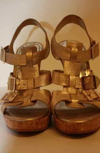 Gianni Bini Sandals Deleano Heels Leather Size 8.5 Cork Gold Platforms