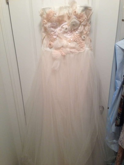Vera Wang Ivory/Blush Tissue Organza and Tulle Felicity Feminine Wedding Dress Size 6 (S)