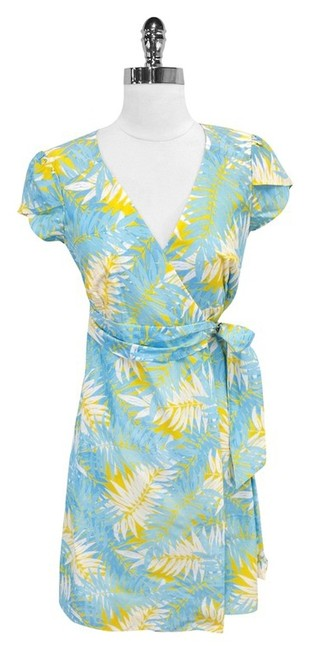 Preload https://item1.tradesy.com/images/lilly-pulitzer-blue-and-yellow-print-cotton-wrap-mini-short-casual-dress-size-0-xs-3374110-0-0.jpg?width=400&height=650