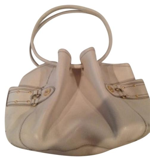Preload https://item2.tradesy.com/images/cole-haan-denney-style-with-double-circular-handles-and-drawstring-effect-top-ivory-pebbled-leather--3374131-0-0.jpg?width=440&height=440