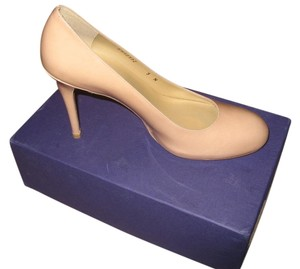 Stuart Weitzman Madison Round Toe Narrow Heels Classic Nude Pumps