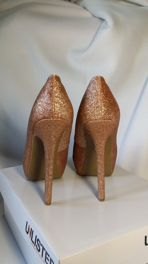 Unlisted by Kenneth Cole pink rose gold Pumps