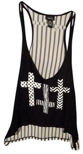 Rue 21 Top black & white