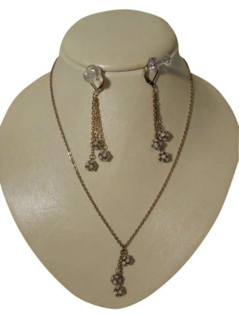 Item - Gold Tone & White Earrings Set Necklace