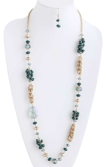 Preload https://img-static.tradesy.com/item/339047/green-bead-long-costume-necklace-0-0-540-540.jpg