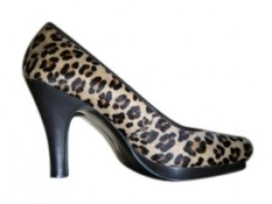 Preload https://img-static.tradesy.com/item/33912/alfani-leopard-print-leather-and-calf-hair-pumps-size-us-8-regular-m-b-0-0-540-540.jpg
