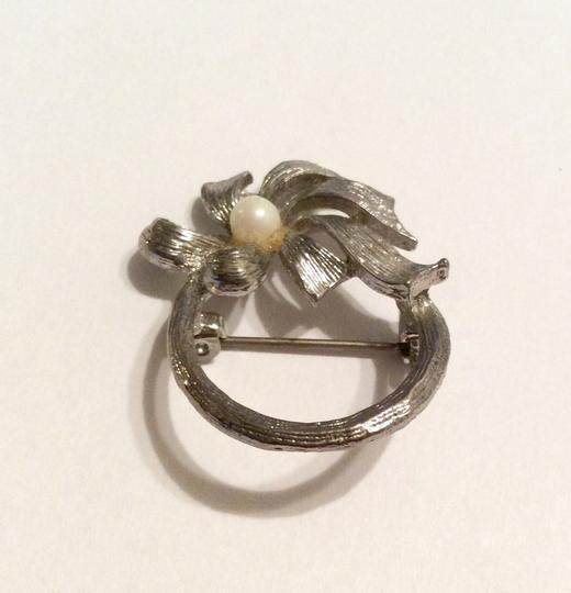 Other Silver Flower Pearl Small Pin Brooch