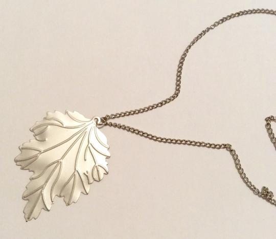 Forever 21 Silver Leave Etching Pendant Long Necklace