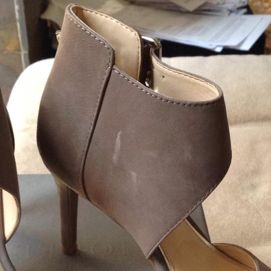 Jessica Simpson Taupe Sandals