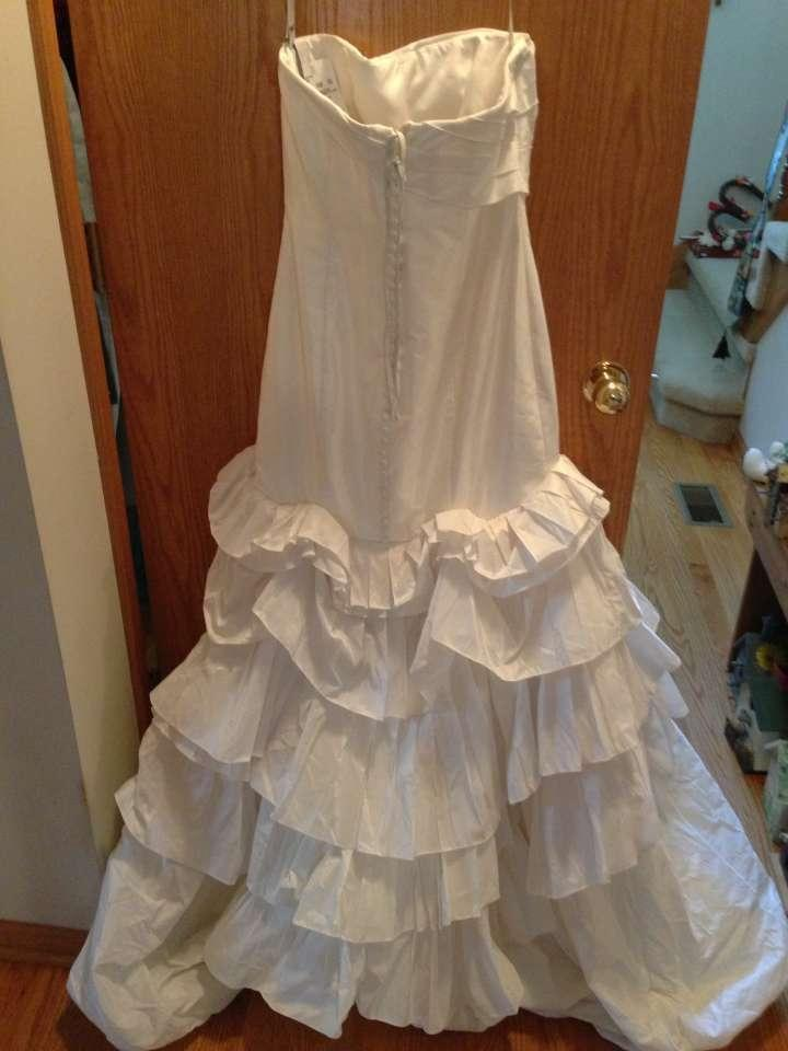 Vera wang mermaid gown with pleated skirt and bubble hem for Bubble skirt wedding dress