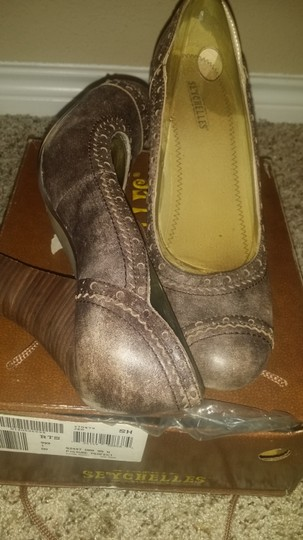Seychelles Brown Pumps