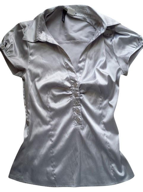 Preload https://img-static.tradesy.com/item/3400474/h-and-m-silver-blouse-size-4-s-0-0-650-650.jpg