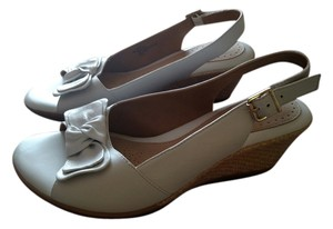 Softspots Bow Peeptoe White with tan wedge Wedges