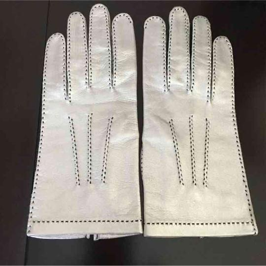 Preload https://img-static.tradesy.com/item/340912/chanel-silver-leather-cc-logo-gloves-0-3-540-540.jpg