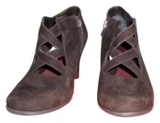 Preload https://item4.tradesy.com/images/aerosoles-brown-romantic-dark-suede-ankle-pumps-bootsbooties-size-us-85-regular-m-b-34138-0-0.jpg?width=440&height=440