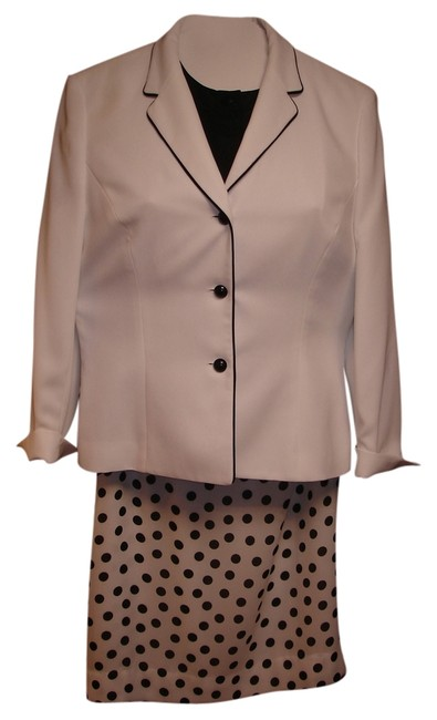 Preload https://item4.tradesy.com/images/le-suit-white-and-black-jacket-polka-dot-on-blouse-skirt-suit-size-6-s-3416548-0-0.jpg?width=400&height=650