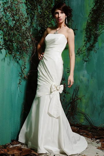 Preload https://img-static.tradesy.com/item/341689/eden-white-taffeta-1378-traditional-wedding-dress-size-4-s-0-0-540-540.jpg