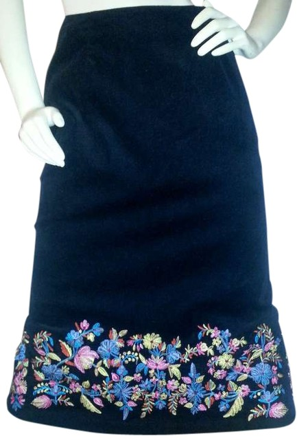 Preload https://img-static.tradesy.com/item/341804/black-corduroy-with-floral-embroidery-mid-calf-a-line-midi-skirt-size-12-l-32-33-0-0-650-650.jpg