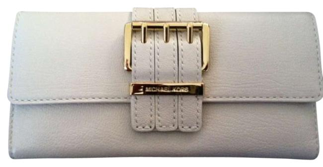 Item - Off White/Gold Leather Clutch