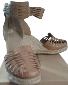 Tommy Bahama tan Wedges