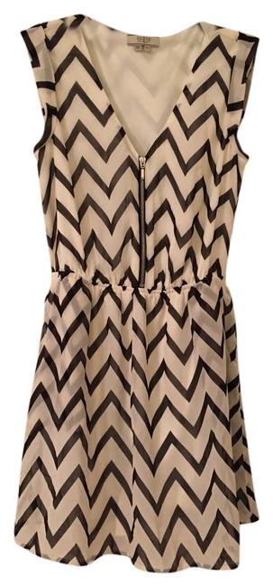 Preload https://img-static.tradesy.com/item/3419953/guess-blackwhite-blackwhite-chevron-mini-short-casual-dress-size-0-xs-0-0-650-650.jpg