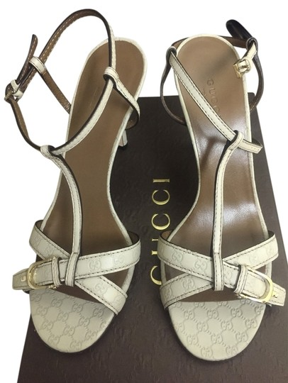Preload https://img-static.tradesy.com/item/3421051/gucci-off-white-microguccissima-leather-sandals-size-us-75-regular-m-b-0-0-540-540.jpg