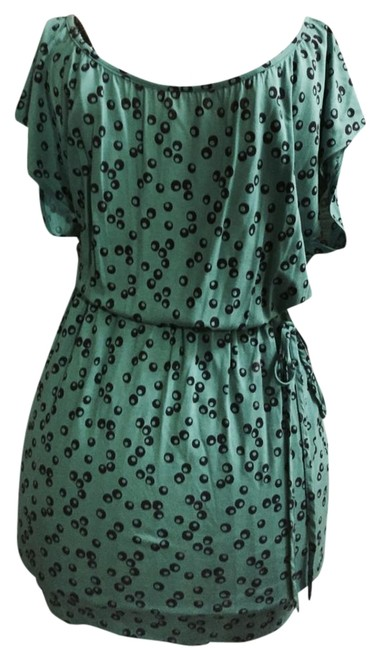 Preload https://item3.tradesy.com/images/boden-tunic-green-with-blue-dots-3426232-0-1.jpg?width=400&height=650