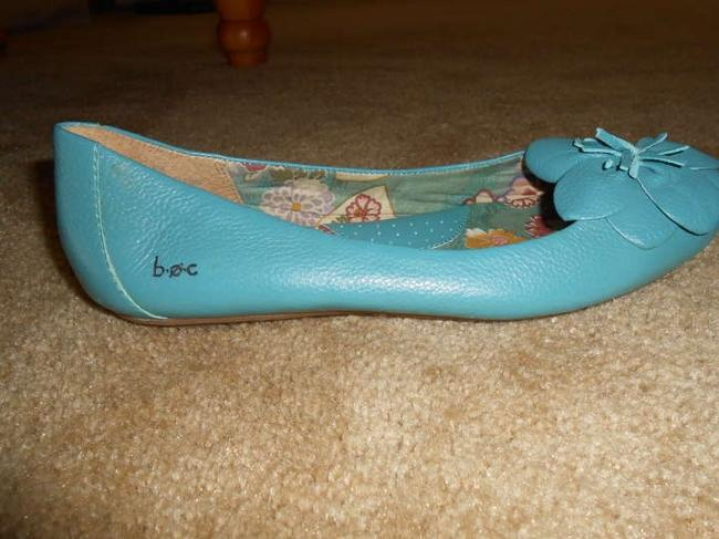 Item - Blue Leather Cushioned Sole Flats Size US 8