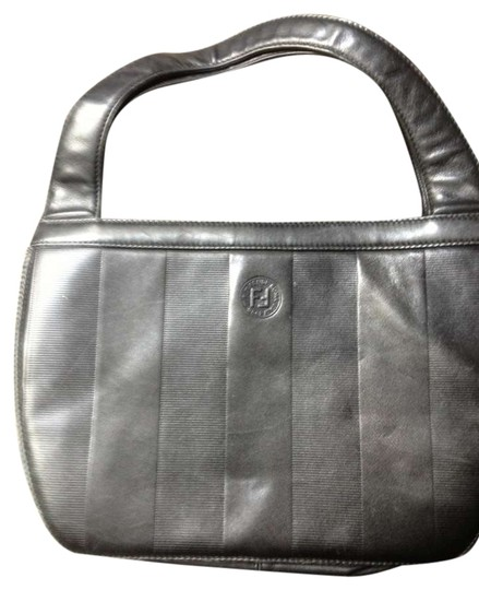 Preload https://item5.tradesy.com/images/fendi-black-leather-clutch-342844-0-0.jpg?width=440&height=440